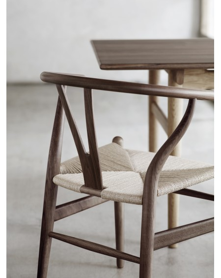 Carl	Hansen - Wishbone CH24 Walnut_different finishes - Krzesła Skandynawskie