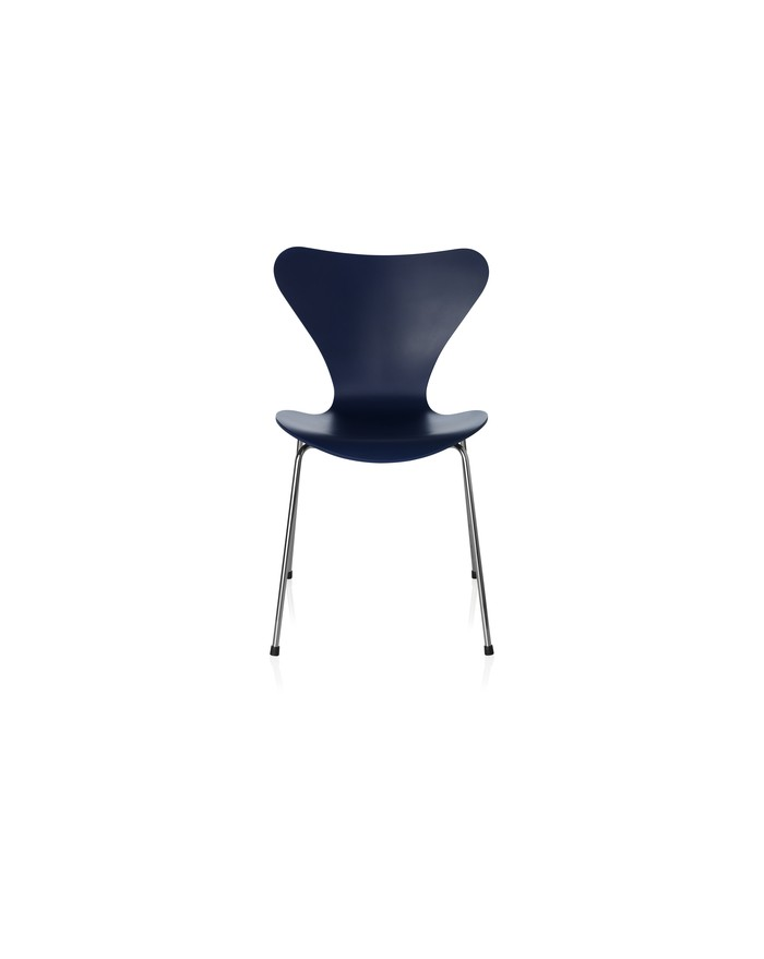 Series 7TM chair 3107 lacquered